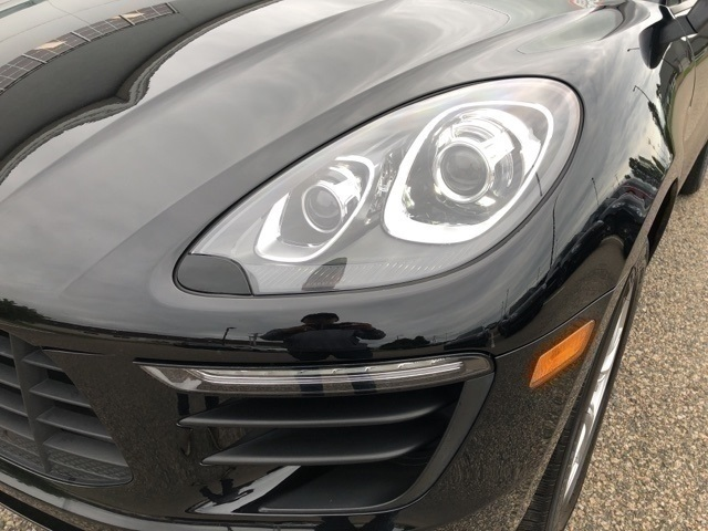 Pre-Owned 2017 Porsche Macan Base